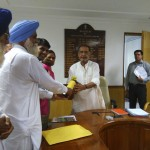 Organic farmers hand over organic mustard oil to Agriculture Minister with the request to ensure that approval of gm mustard does not jeopardize this